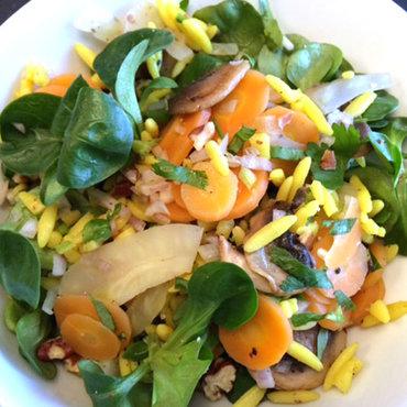 Vegetarische gerechten - veggie foodtruck met salades en andere lekkere en gezonde gerechten